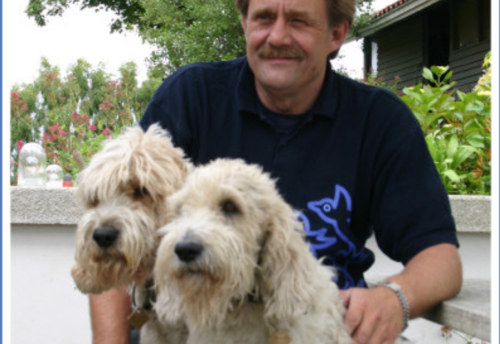 Bo Bendixen med to hunde